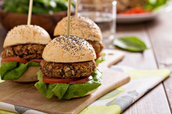 hamburguesa de judías negras y vegetales